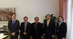 rector oscar leon de qlu y rolando armuelles de ciudad del saber en universidad internacional de andalucia
