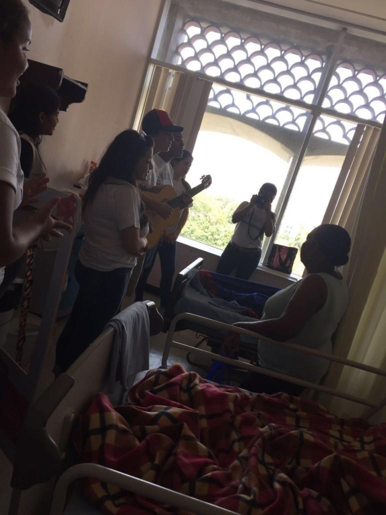 Visita a pacientes del Hospital Ontologico 10
