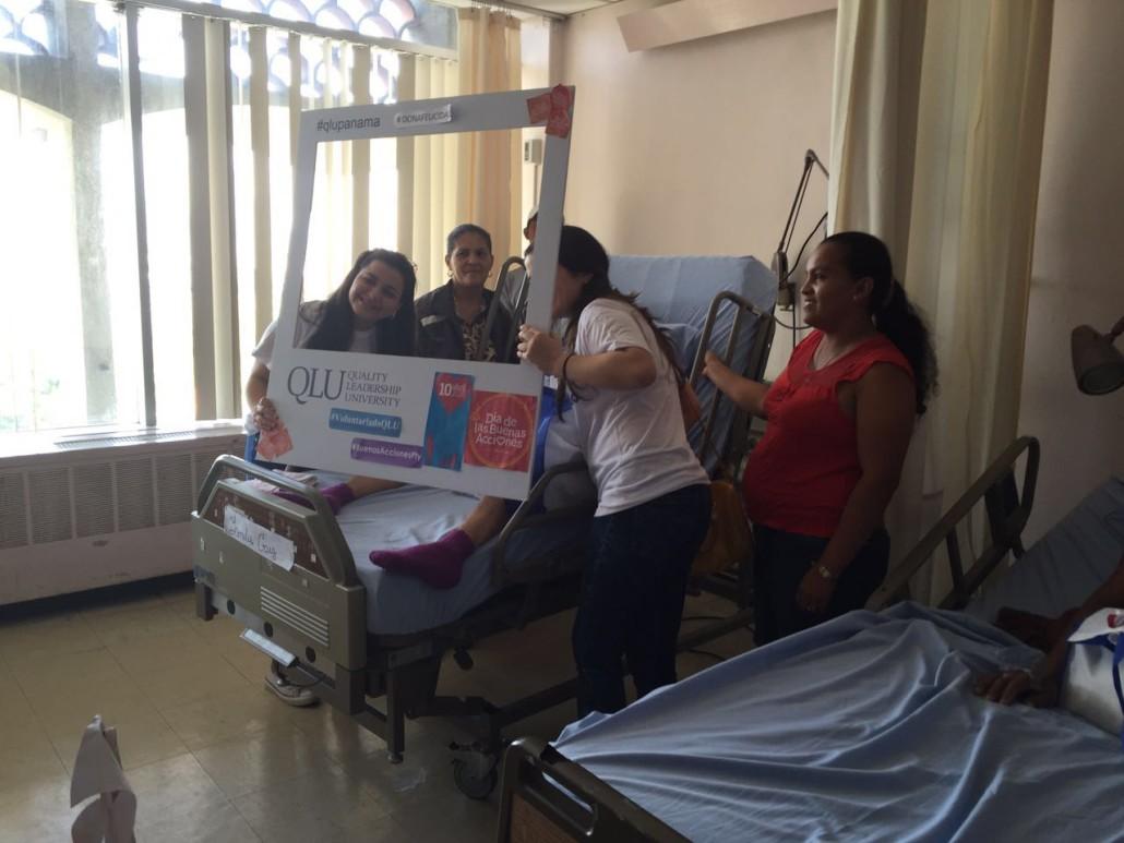 Visita a pacientes del Hospital Ontologico 9