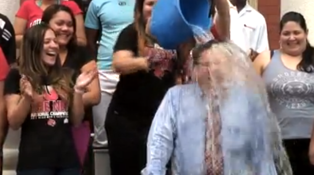 Ice Bucket Challenge de University of Louisville Panama