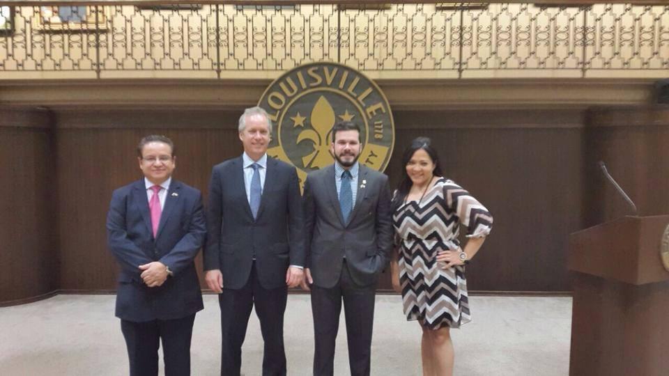 Reunion Oscar Leon y alcalde de Louisville