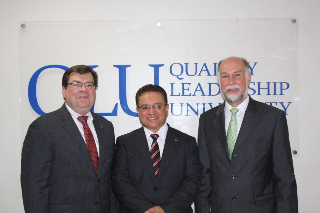 Visita del embajador de USA en Panama y rector de Illionis State University con Oscar Leon