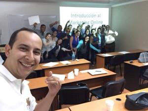 nestor romero y alumnos de secretos del marketing digital quality leadership university panama