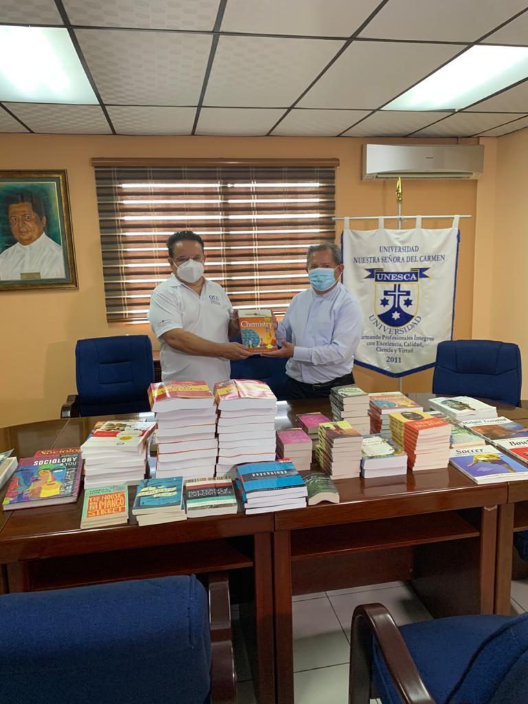 Donación de libros a Universidad Nuestra Señora del Carmen (UNESCA)